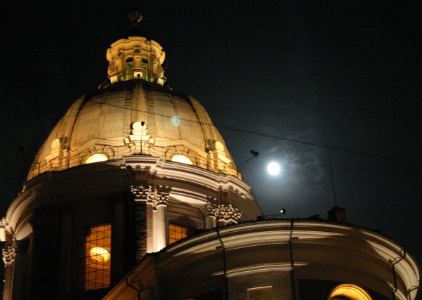 Night picture of a church in Rome