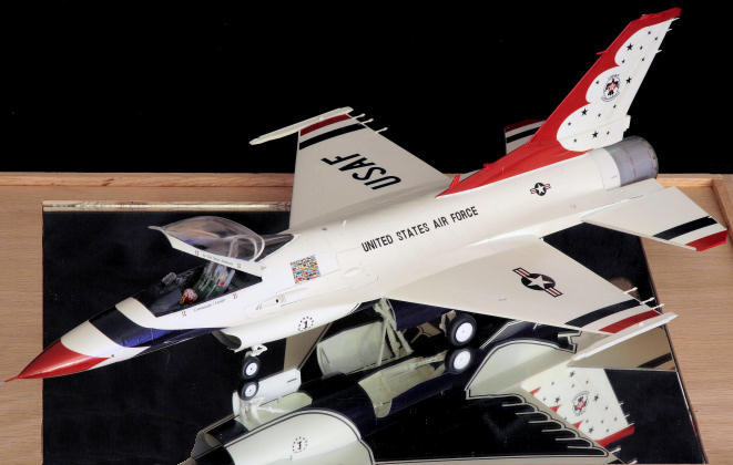 F-16 Thunderbirds Fighting Falcon, 1/32 scale