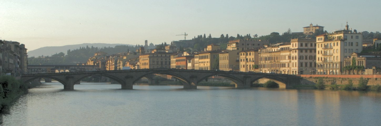 Early morning Arno River in Firenze