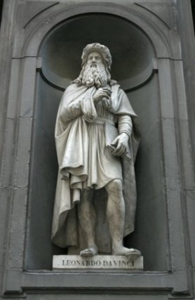 Statue of Leonardo DaVinci at the Galleria degli Uffizi